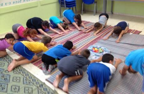 מחקר על שילוב יוגה בכיתות בבתי הספר